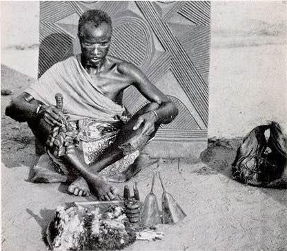 Médico brujo de pueblo Igbo a inicios del siglo XX