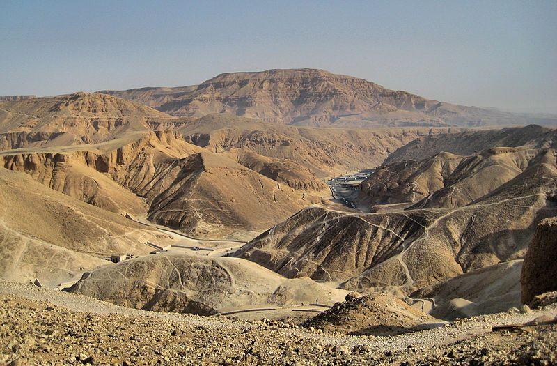 El Valle de los Reyes, el sitio en el que se encuentran las tumbas del Imperio Nuevo, fue un cambio en relación con las Pirámides del Imperio Antiguo.