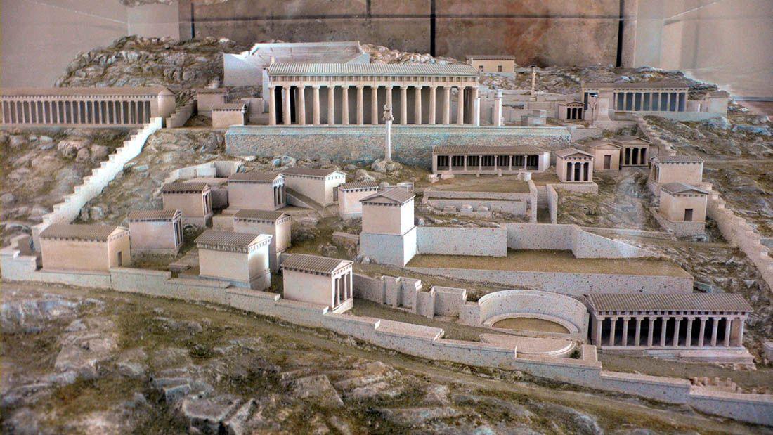 Maqueta del oráculo de Delfos, presente en el Museo Arquelófico de Delfos en Grecia.