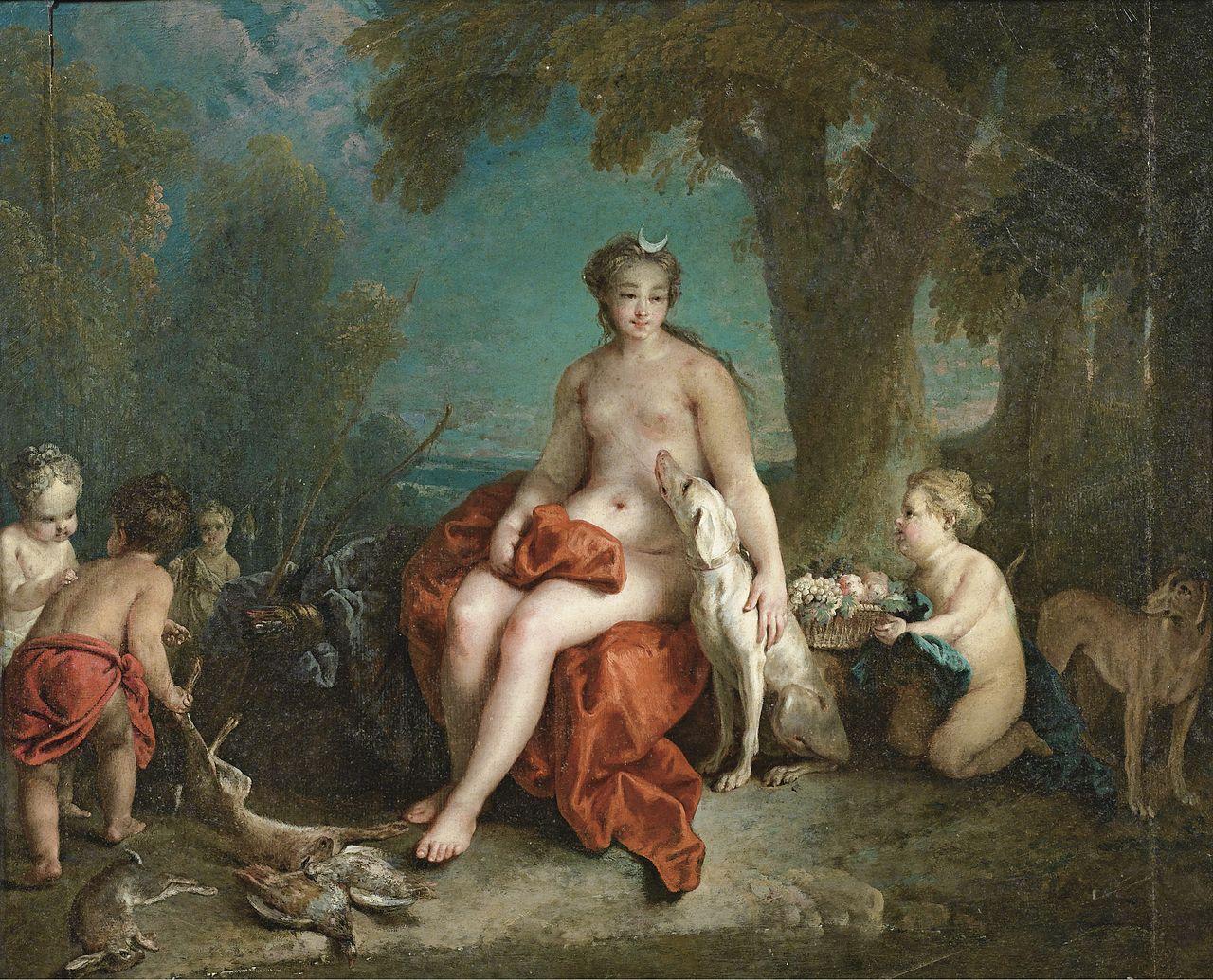 Artemisa descansando tras una jornada de caza, en la frente de la diosa se ha colocado una luna, una manera común de identificará en contraposición con su gemelo Apolo, el dios del sol.
